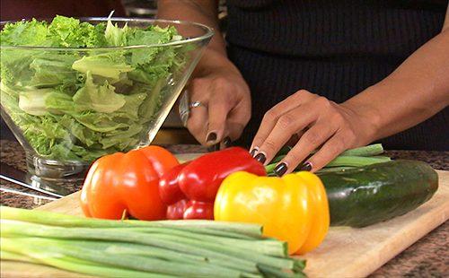 Приготовление овощного салата с болгарским перцем
