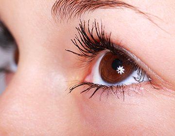 Cómo aplicar la crema alrededor de los ojos: técnica, esquema, tips.