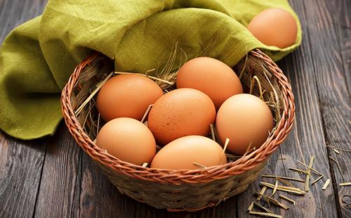 Кремовые яйца в корзинке