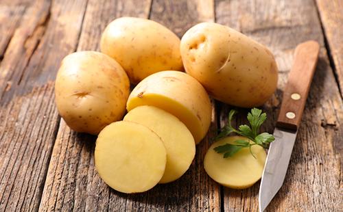 Mascarilla para la cara de las patatas: reglas de cocina y recetas.