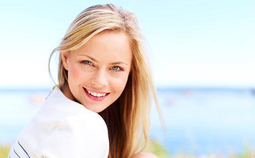 Симпатичная блондинка