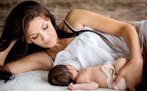 Грудное кормление малыша